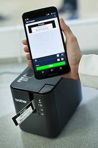 Brother PT-P900W étiqueteuse impression mobile via app sur smartphone